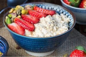Strawberry, Maple & Pistachio Overnight Oats