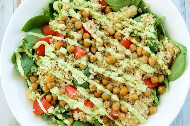 8. Spinach Salad with Quinoa, High-Protein Quinoa Recipes